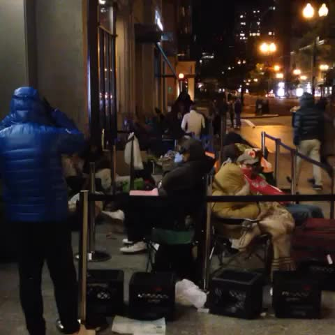 4AM at #Bostons #Boylston St. #Apple Store the line wraps to Newbury St. for #iPhone6/#iPhone6Plus. @NECN - Justin Michaelss post on Vine