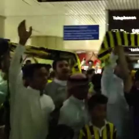 El Mohmds post on Vine - نشيد الاتحاااد يصدح في مطار الرياض .. #الرياض_كذا_اتي_وزحمة 💛 - El Mohmds post on Vine