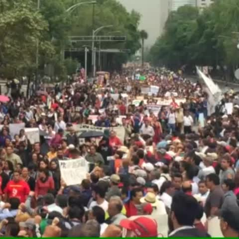 Vine by Lajornadaonline - Encabezada por la CNTE, arrancó la marcha popular magisterial del Ángel hacia el Zócalo. Vine Carlos Ramos