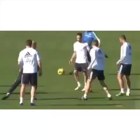 Soccer Goals ®s post on Vine - Alonso owns Zidane 👏👏 #sport#soccer#football#futbol - Soccer Goals ®s post on Vine