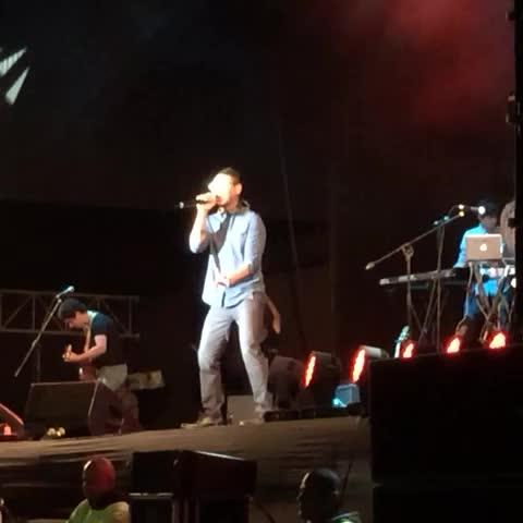 """Vine by Miguel Rocca - El mexicano #Kalimba canta """"No me quiero enamorar"""" en el Estadio Nacional. El Comercio, Luces El Comercio"""