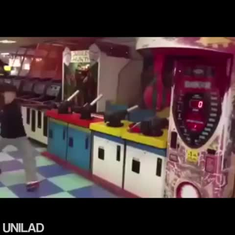 How to win on a boxing machine like a boss. - Vine by UNILAD - How to win on a boxing machine like a boss.