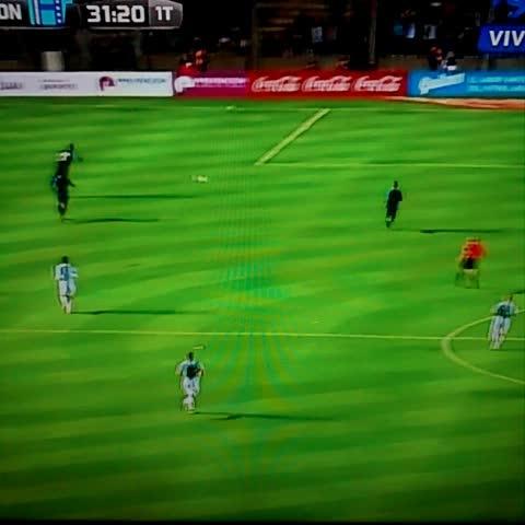 Vine by Crack Deportivo - Golazo del Pipa Higuain. Argentina 1-0 Honduras