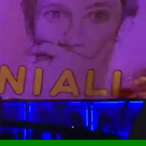 Vine by NiallUpdatesx - Niall posing the same as a fans drawing of him 😍