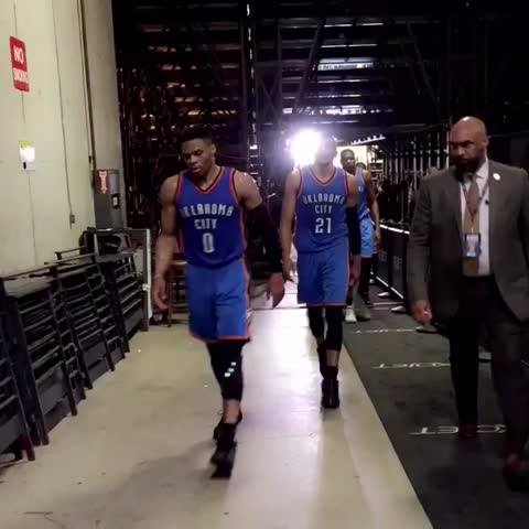 Vine by NBA - The OKC THUNDER make their way into the half with a 48-42 lead