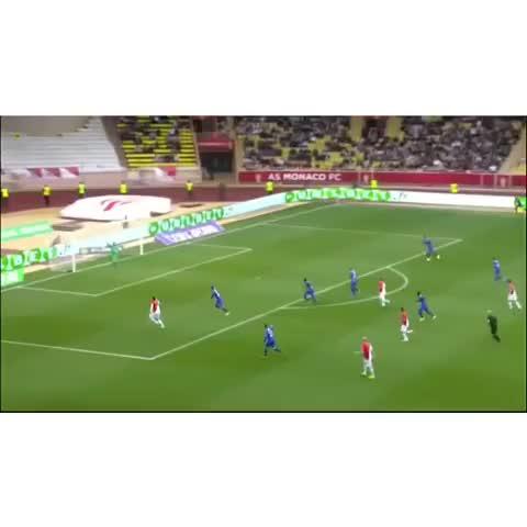 Soccer 24/7™s post on Vine - Vine by Soccer 24/7™ - TOP10 Goals Marathon! Again Dimitar Berbatov Amazing touch tho! Beautiful goal! #berbatov #marathon #soccer #goal [Vine 6/10]