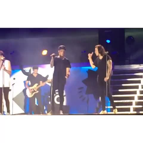 Vine by HarryandLouis - #LarryStylinson Harry and Lou smiling at each other, Harrys smile! :D ♥