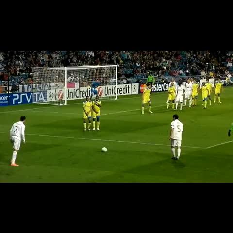 Ronaldo Viness post on Vine - a great freekick #Ronaldo the best! - Ronaldo Viness post on Vine