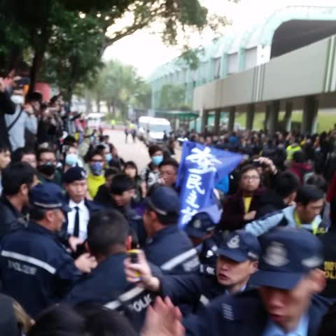 Vine by LostDutch - Panic police action with pepper spray threat #TaiPo #occupyhk