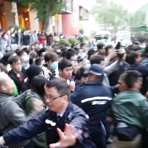Vine by LostDutch - Police baton power in Tai Po around 17:50 #occupyhk #Taipo