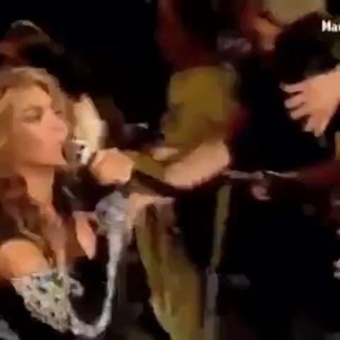 Vine Turkiye – Beyonce hayranına mikrofon uzatırsa izle
