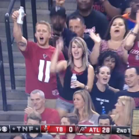 PeytonsHeads post on Vine - This Atlanta fan is REALLY enjoying the game! #TNF #CelebratoryTugJob - PeytonsHeads post on Vine