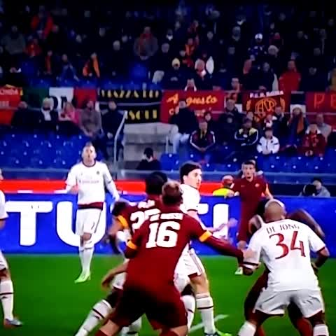 #SerieA > Hand ball on @NDJ_Official.. Thanks God the ref didnt see it! ???? - Vine by FORZA MILAN ! - #SerieA > Hand ball on @NDJ_Official.. Thanks God the ref didnt see it! 😅