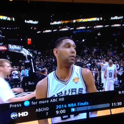 Dan Amira – Check out the chemistry between Tim Duncan and towel dude izle
