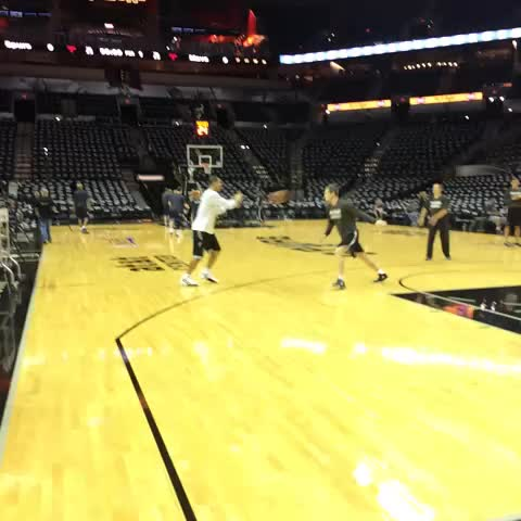 Danny Green getting ready for playoff game 1 vs. #Mavs. #Spurs - Paul Garcia PSs post on Vine