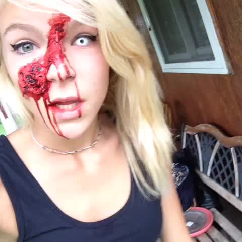 Kassandra Roses post on Vine - #Scarecam #lol #zombie - Kassandra Roses post on Vine
