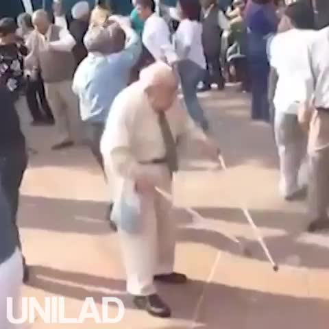 Uni Lads post on Vine - Vine by UNILAD - Old man dancing to Biggie.
