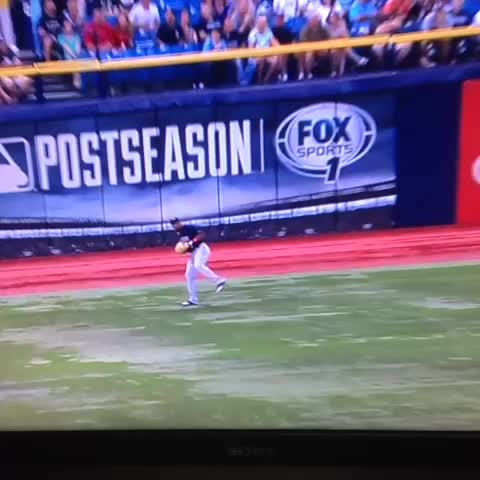 Sox Lunchs post on Vine - Cespedes with the most casual inning of fielding of all time - Sox Lunchs post on Vine