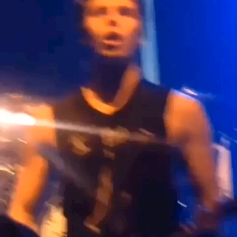 SnapbackHarry Editss post on Vine - MY LIFE IS COMPLETE DO YOU SEE WHAT I SEE UGH #lukehemmings #5sos #5secondsofsummer #calumhood #michaelclifford #edit #concert #luke - SnapbackHarry Editss post on Vine