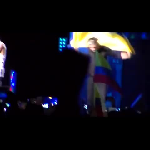 colombia wwats post on Vine - harry with colombian flag  #colombia #harry #wwat #bogota - colombias post on Vine