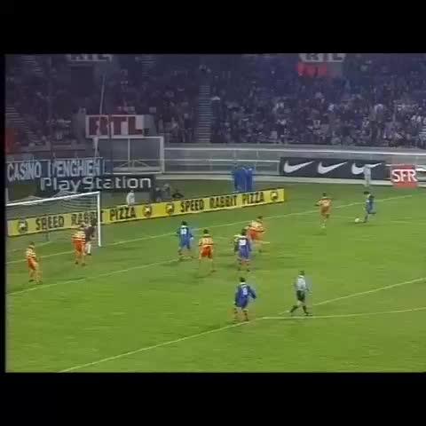 PSG Officiels post on Vine - La #Madjer de Raí face à Lens en 1997 ! - PSG Officiels post on Vine