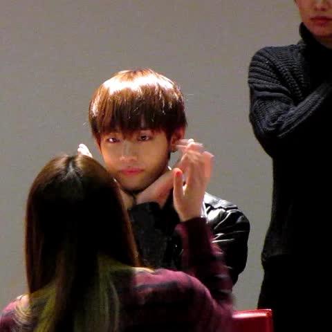 OMG BTS V Kisses Fans At BTS Fan Meeting | Kpopmap