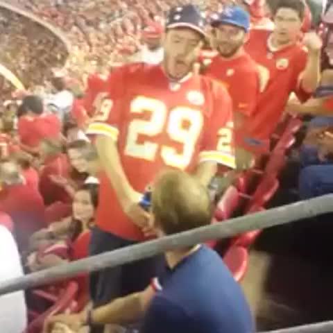 MatthewACherrys post on Vine - Kansas City Chiefs fan being hella disrespectful to a New England Patriots fan lol 😂. #NFL #Chiefs #Patriots #MNF #Jamalcharles #tombrady - MatthewACherrys post on Vine