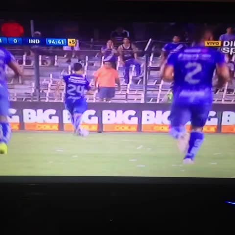 Christian Escobars post on Vine - El gol de Ángel Mena que le dio la victoria al #Emelec ante #Independiente - Christian Escobars post on Vine