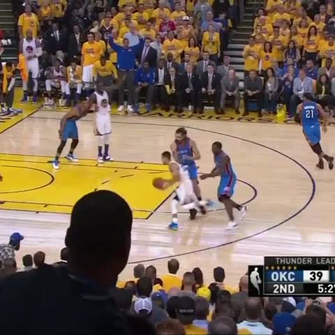 Vine by NBA - Curry ignites the crowd in Game 5! #NBAVine #WARRIORSvTHUNDER
