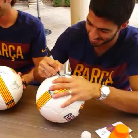 Vine by FC Barcelona - Who is the best player? This is Luis Suarezs answer #tourFCB