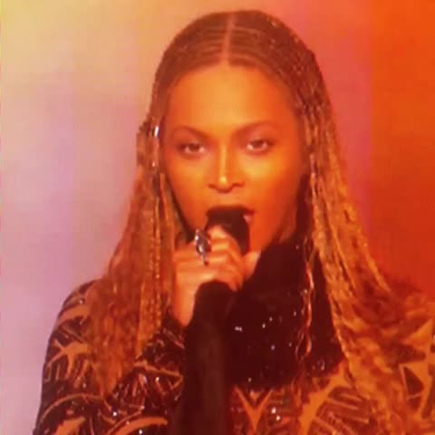 Vine by ELLE Magazine - BEYONCE AT THE #BETawards!!!!!