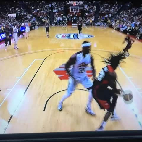 Gustavo Vegas post on Vine - Derrick Rose slam  #DRose - Gustavo Vegas post on Vine