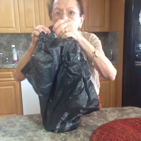 Luis Pelaezs post on Vine - Grandmas a drinkaa #grandma #JohnnyWalker #crazygrandma - Luis Pelaezs post on Vine