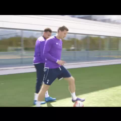 Vine by Tottenham Hotspur - 👀 @JanVertonghen sells one to @Dele_Alli in training...