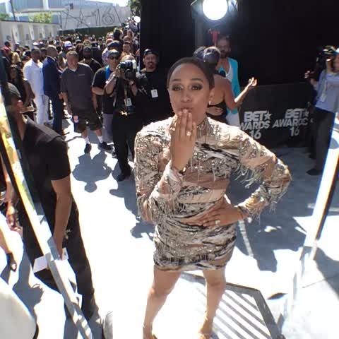 Vine by BET Awards - #GetThatGlam with @tiamowry at #BETAwards 2016