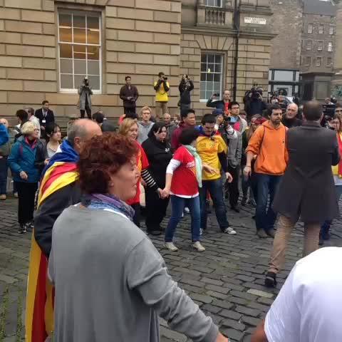 Tanzen für die Unabhängigkeit in Schottland und Katalonien #indyref - Anna-Lena Roths post on Vine