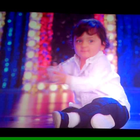 AbRam Khan (2)! Sorry for the noise in the bg :P - DAR!NAs post on Vine