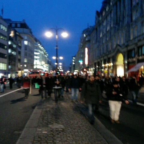 About 3000 people marching down The Strand, Central London. Still no police intervention. #copsoffcampus - JamieBellingers post on Vine