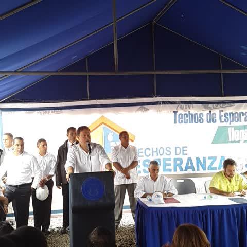 MIVIOT Panamás post on Vine - Presidente @JC_VARELA #techosdeesperanza beneficiará a los panameños más humildes. - MIVIOT Panamás post on Vine