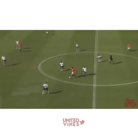 UtdViness post on Vine - Amazing run by Ruud Van Nistelrooy! One of his all time best goals for United! #MUFC - UtdViness post on Vine