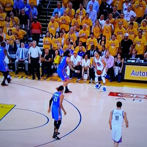 Vine by BBALLBREAKDOWN - Curry on the board.