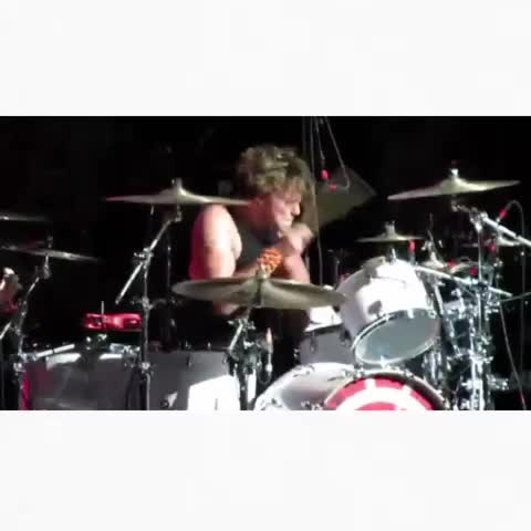 ASHTON WHAT THE ATYCUAL FUCK I AM SO INTO DRUMMERS OH MDJS - band snippets ♡s post on Vine