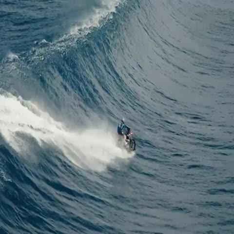 Vine by X Games - ICYMI: Robbie Maddison surfed Teahupoʻo, Tahiti … on a MOTORCYCLE » xgam.es/1JG1BTK