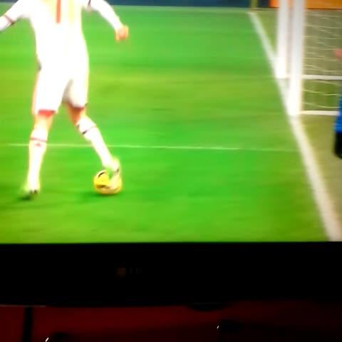 La clase de Menez! Jugada genial, tras un offside. - Vine by Fútbol Italiano - Serie A - La clase de Menez! Jugada genial, tras un offside.