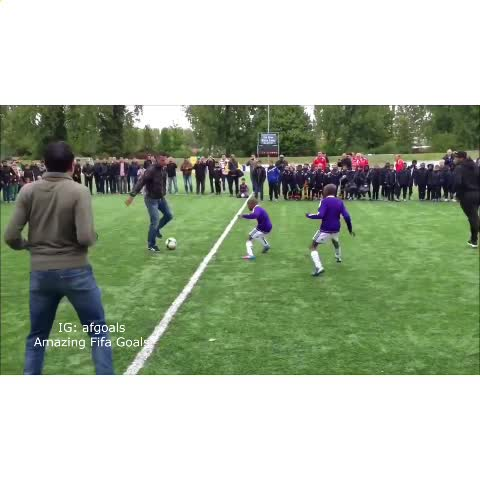 Vine by Amazing Fifa Goals - Van Persie and his friends have no chill 😂 // Extended version on our Instagram @afgoals