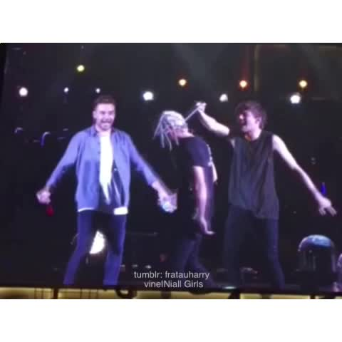 Niall was not amused ???? - Shay (08.27.15 Cleveland) - Vine by Niall Girls - Niall was not amused 😂 - Shay (08.27.15 Cleveland)