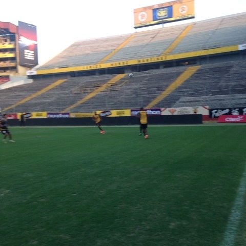 BarcelonaSCs post on Vine - #BSC hace fútbol en el #MonumentalBancoPichincha #practicabsc - BarcelonaSCs post on Vine