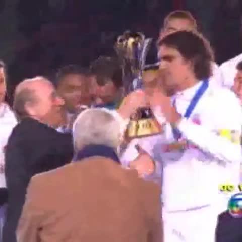 Inter Vines post on Vine - Fernandão erguendo a taça do Mundial de Clubes‼️ - Inter Vines post on Vine