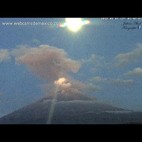 Vine by WebcamsdeMexico - El Volcán #Popocatépetl y la #Luna esta mañana. Espectacular