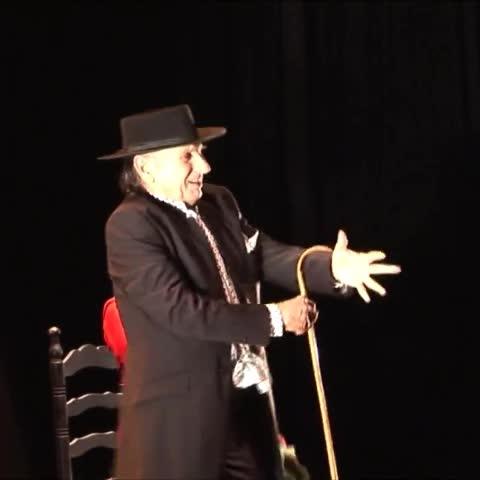 Vine by Diario SUR - Carrete baila a su aire en el Teatro Echegaray.